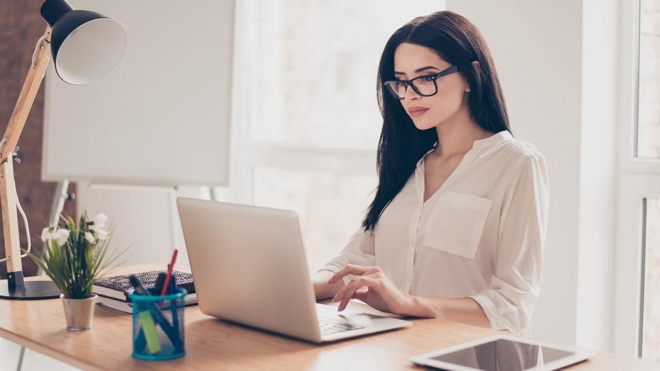 5 Hal Penting yang Harus Diperhatikan saat Membeli Laptop untuk Kebutuhan  Kerja - Artikel | eraspace.com